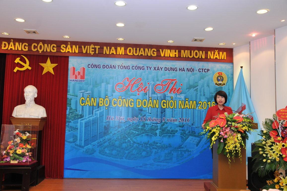 Đồng chí Nguyễn Thị Thủy Lệ - Ủy viên BCH Tổng Liên đoàn Lao động Việt Nam, Ủy viên Ban cán sự đảng Bộ Xây dựng, Chủ tịch CĐXDVN phát biểu tại Hội thi.