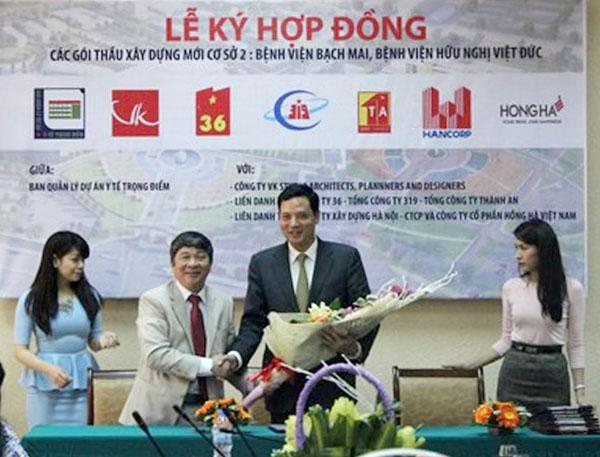 Ông Nguyễn Chiến Thắng – Giám đốc Ban quản lý Dự án Y tế trọng điểm chúc mừng TCty Xây dựng Hà Nội tại lễ Ký hợp đồng các gói thầu xây dựng mới cơ sở 2 Bệnh viện Bạch Mai, Bệnh viện Việt Đức.