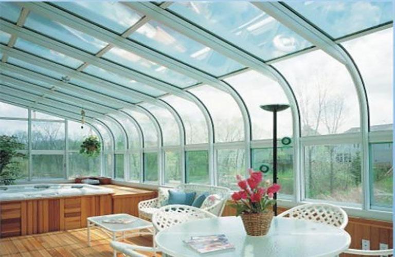 sử dụng tấm polycarbonate trang trí nhà
