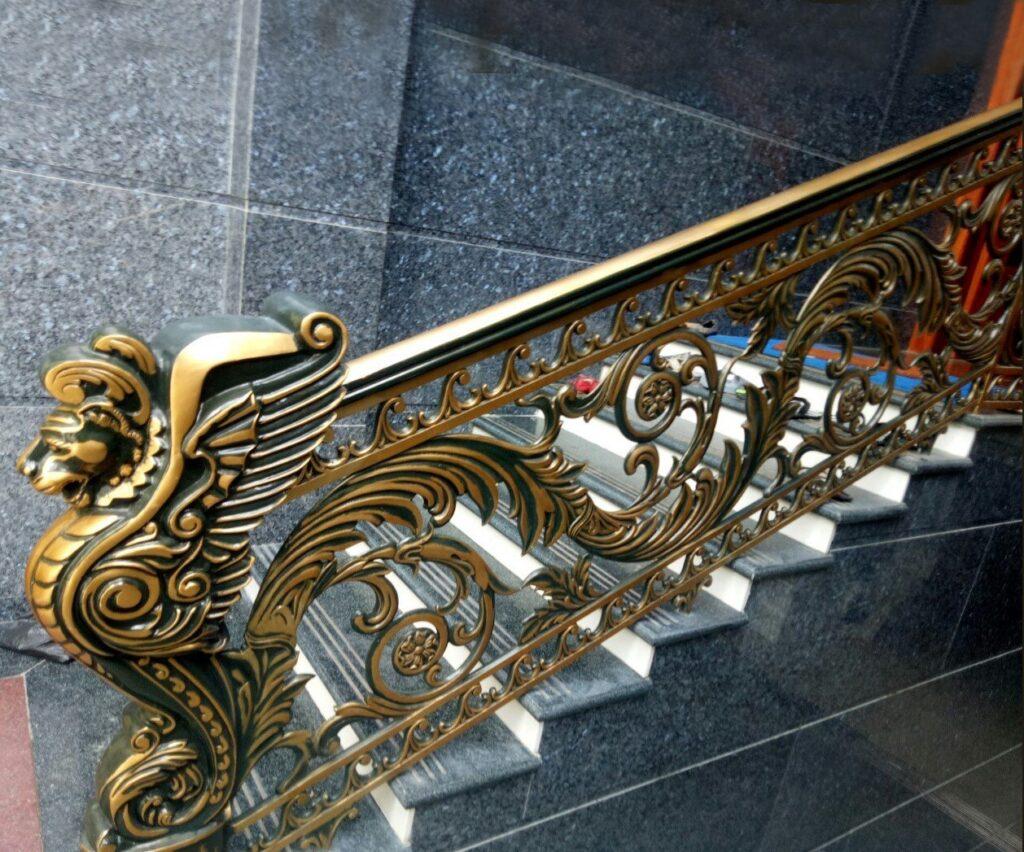 Cầu thang nhôm đúc là sản phẩm cầu thang sử dụng hợp kim nhôm đúc