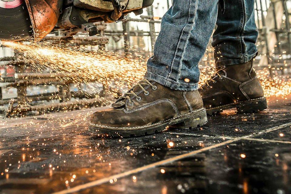 giày bảo hộ giúp an toàn cho công nhân