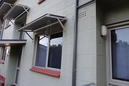mái che cửa sổ bằng tôn